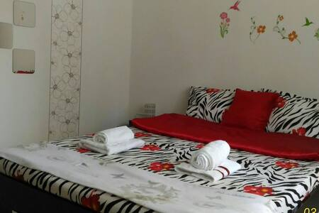 Clean & Quiet Apartment, Good Links to Old Town - București - Квартира