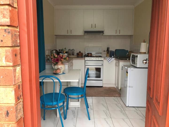 Bendigo Airbnb little Granny flat in Strathdale