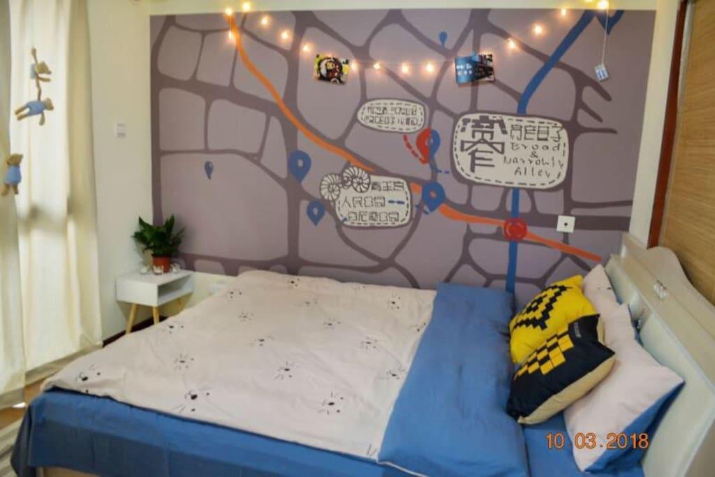 1米8大床,睡觉就要随心所欲。