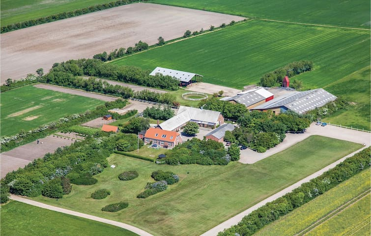 Former farm house with 11 bedrooms on 502m² in Ringkøbing