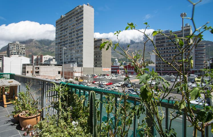 Table Mountain View Shared Apartment- Bed 5