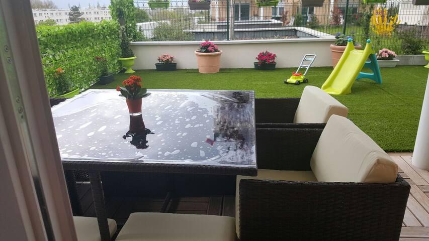 Bel Appart 4 piece 120m/Parking/Paris CDG/Stade Fr - Aulnay-sous-Bois - Appartement en résidence