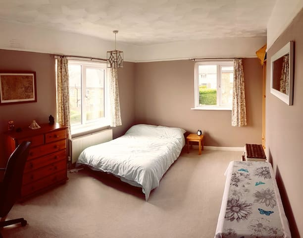 Bright, spacious room in Hove