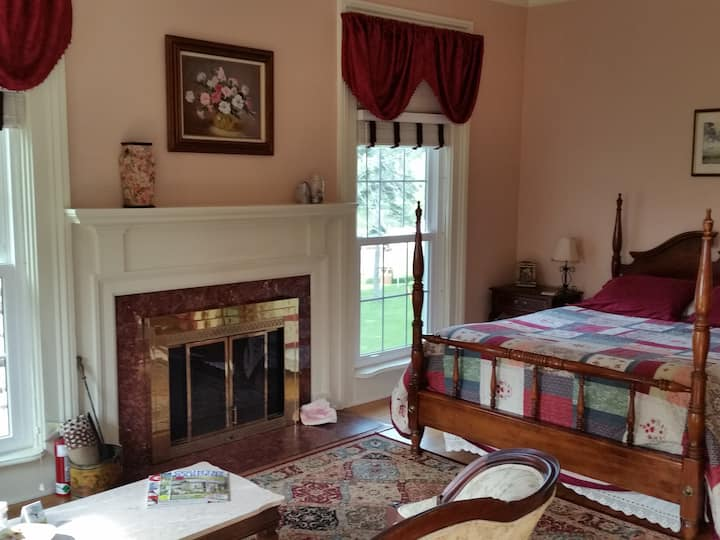 Lakeview Room with Fireplace at Mariaville Lake
