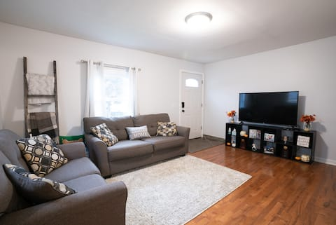 Cozy 3 Bedroom House, Minutes from Downtown GR