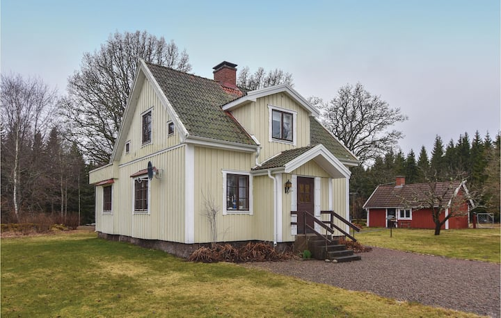 Stunning home in Mullsjö with WiFi and 2 Bedrooms