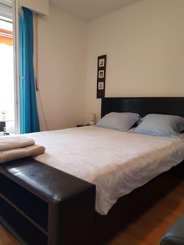 Chambre avec terrasse a 3 minutes à pied de Glion