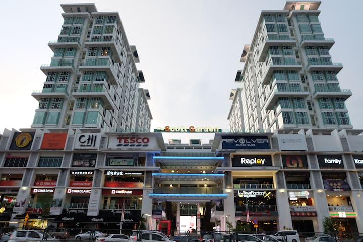 Top Floor Apartment w Parking, Pool, Shopping. - Kuala Lumpur - Apartamento
