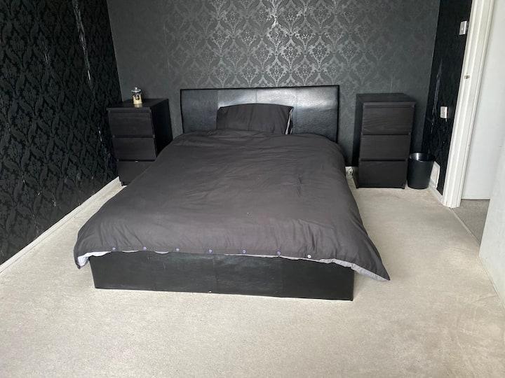 Private, stylish 1 bedroom flat near Heathrow