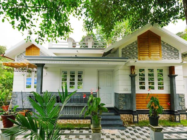 Sale! Spacious 1BR Home in Irumbualam, Munnar