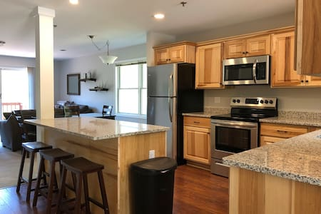 Updated Mountain View Townhouse with Central AC