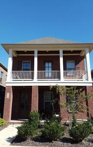Master Bedroom with Balcony - Hendersonville - Casa