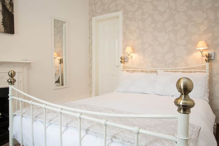 Double bed and private en-suite
