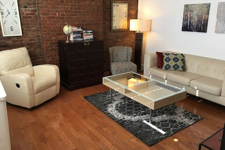 Brick 2BR Flat w/Private Patio, Minutes to NYC! - Hoboken