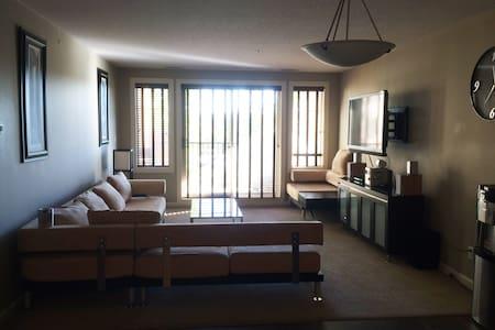 Open Space Modern Condo - Sherwood Park - Appartement
