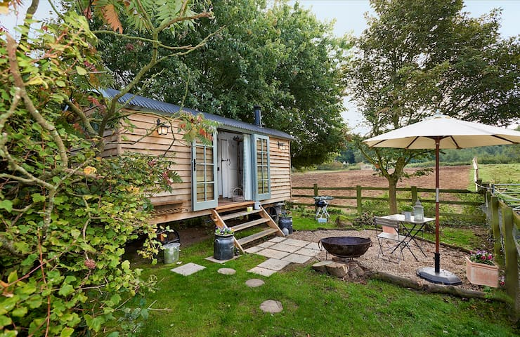 Oxted, bed & breakfast shepherd hut accommodation