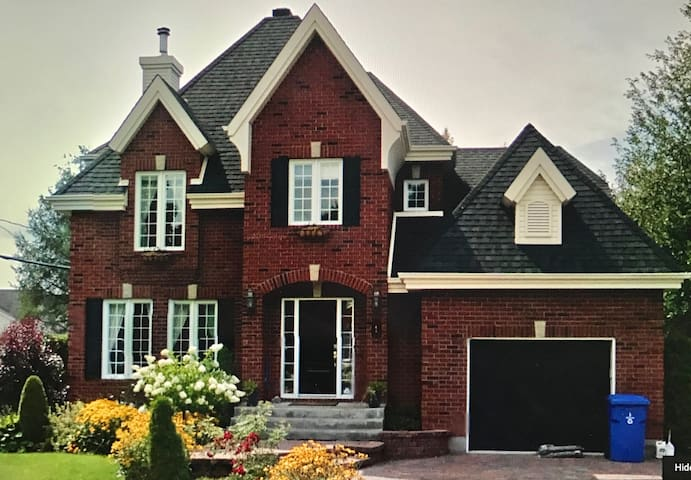 Family home, fireplace, solarium, pool, spa, pets - Blainville