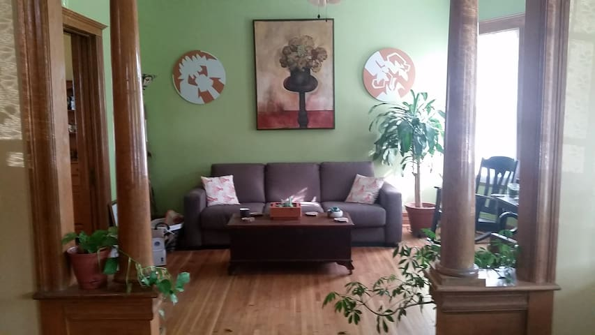 Cute room in historic home, close to Midtown, WSU