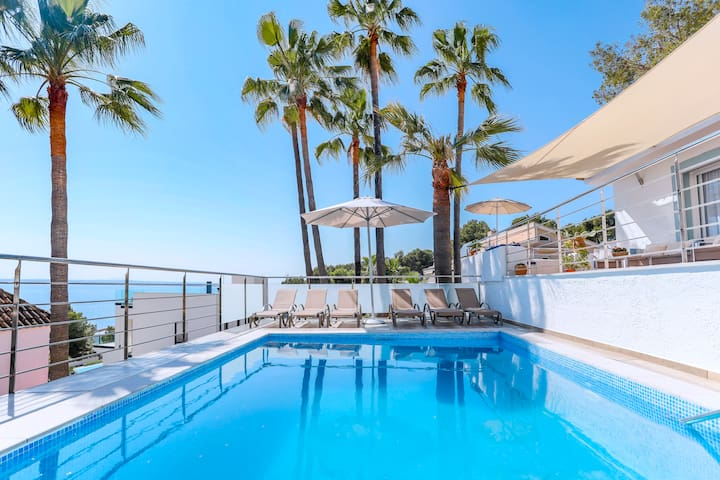 Stylish villa with sea view and pool in Alcudia