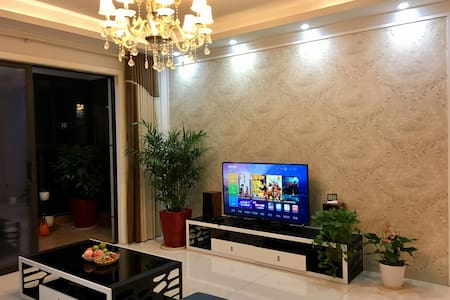 地铁口边上的梅溪湖畔高层景观私人住宅小区(次卧) - Changsha