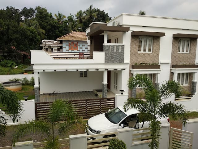 Premium Service villa in Cochin