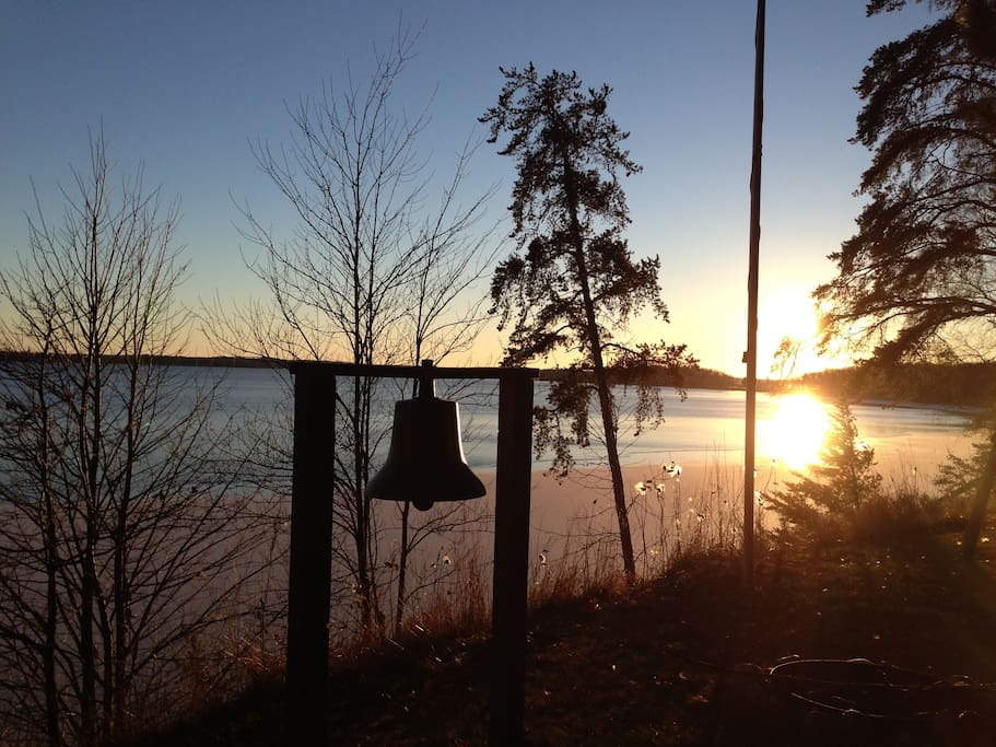Enjoy beautiful sunsets while relaxing at the end of your wonderful lake days!