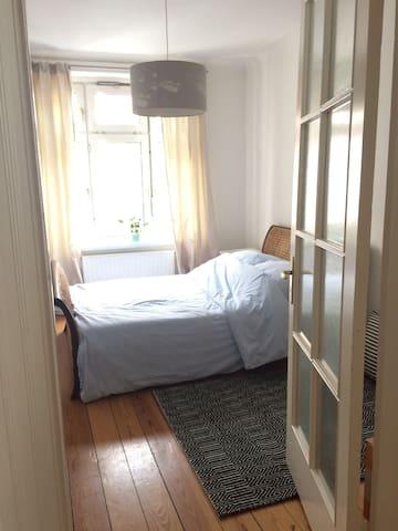 Zimmer   Michel  Hafen   Altbau - Hamburg - Wohnung