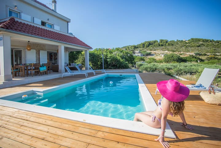 Villa Lastavica (Pool villa very close to beaches)
