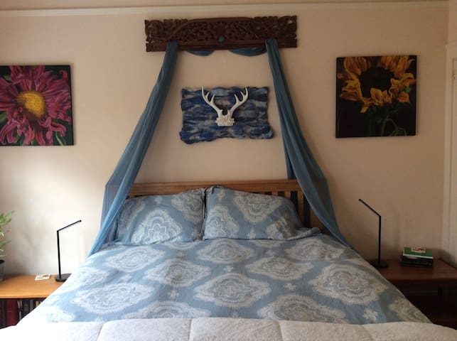 Elegant, spacious and light-filled king bed & bath - Olympia - Dom