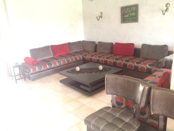 Casa de 3 habitaciones en Bouznika, con magnificas vistas al lago, piscina compartida y jardín amueblado - a 50 m de la playa