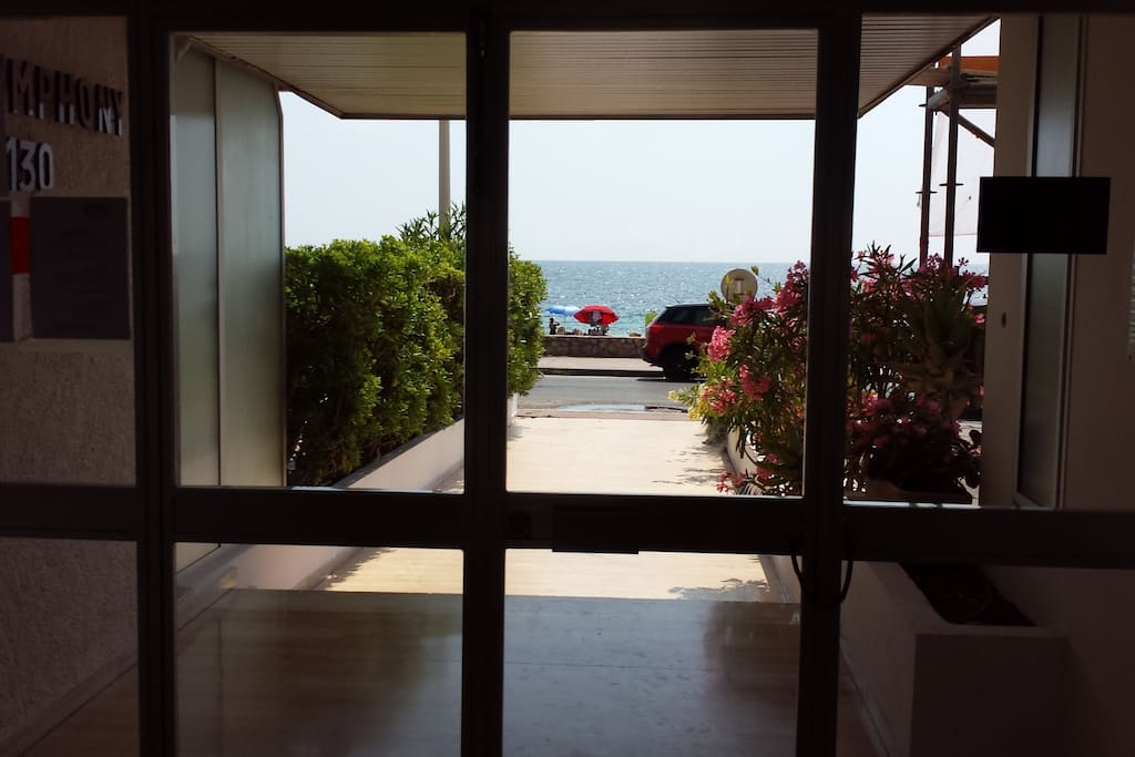 2 pi ces cannes palm beach acc s direct plage for Location garage cannes palm beach