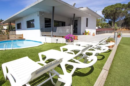 Lovely villa in the resort of Les Comes, Sils, only 15 min from Costa Brava beaches! - Costa Brava - Casa de camp