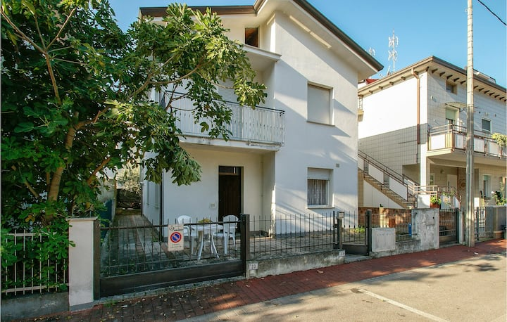 Nice apartment in Misano Adriatico with 2 Bedrooms