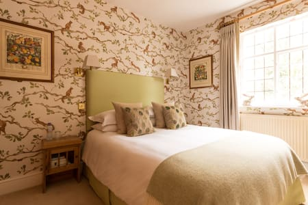 Squirrel Room: A gorgeous comfy nest to relax in - Frampton on Severn