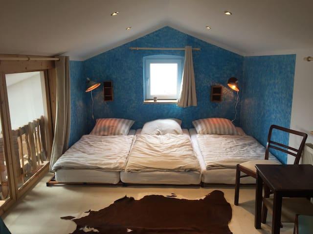 Nummer 3 Blaues Zimmer im bunten Haus