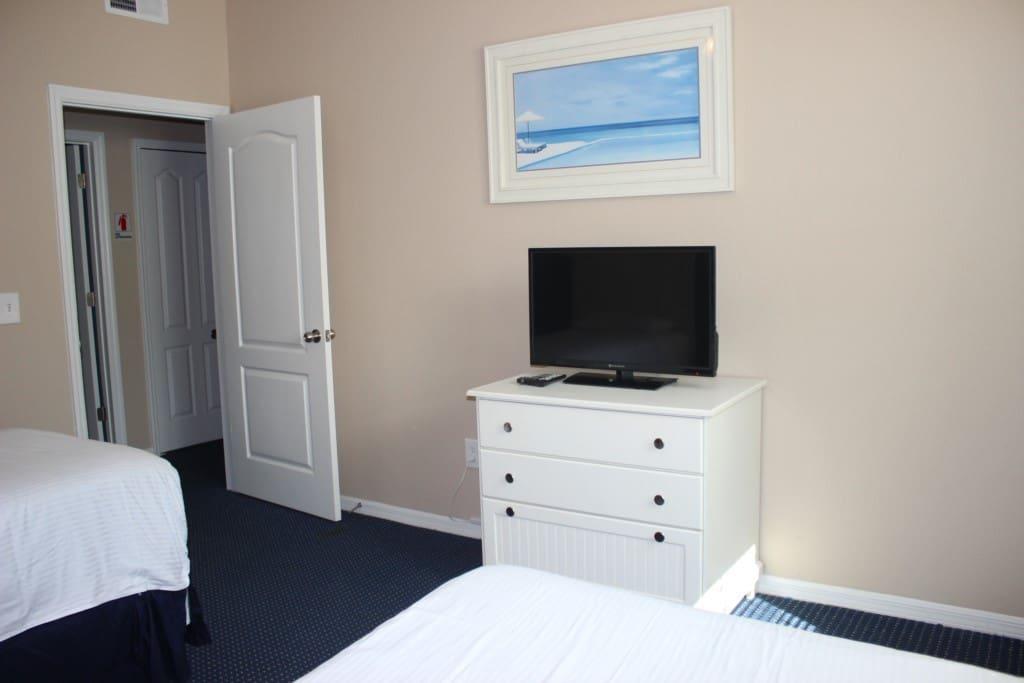 Floor, Flooring, Bedroom, Indoors, Room