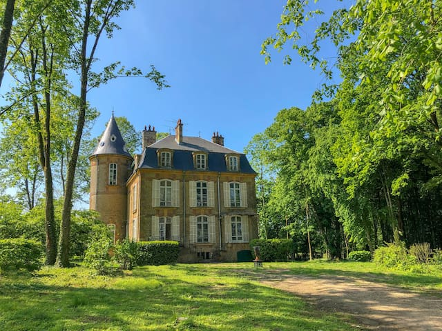Beautiful castle with private park of 4 hectares