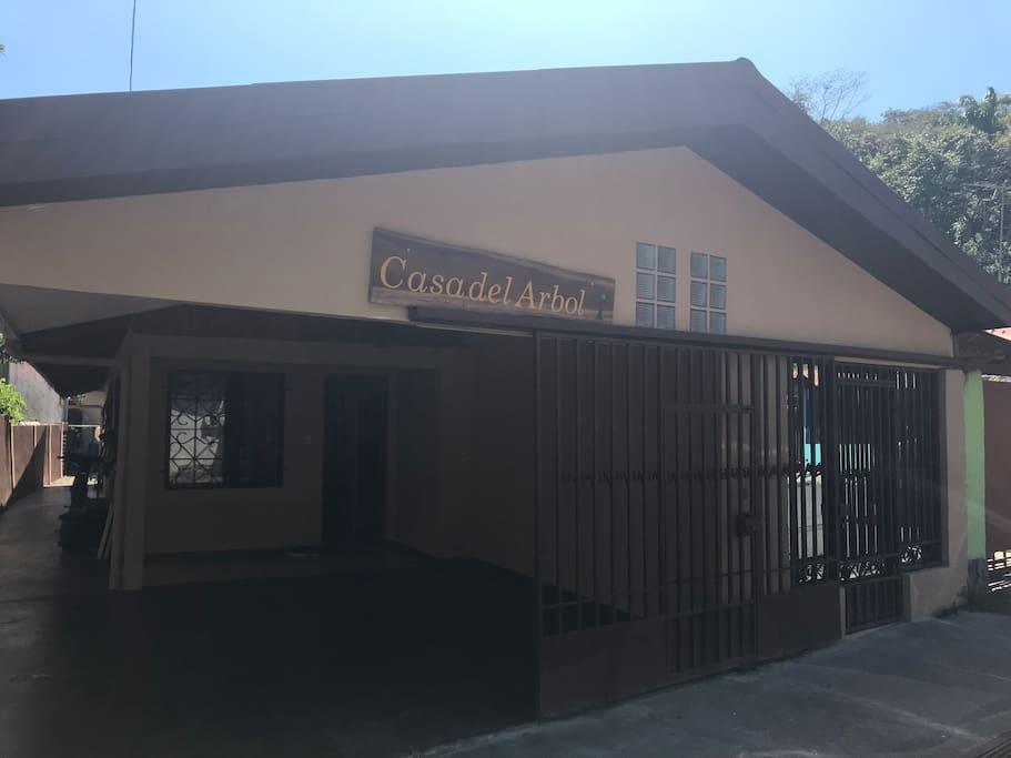 Casa del rbol casas en alquiler en quepos provincia de for Alquiler casa arbol