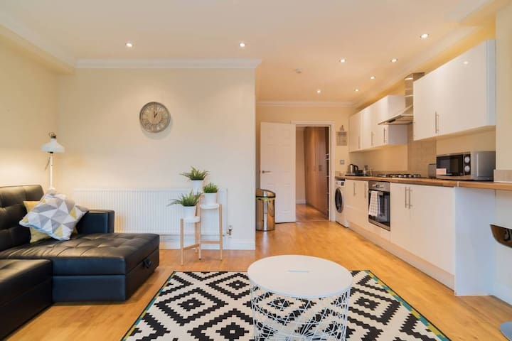 Croydon Central Apartment