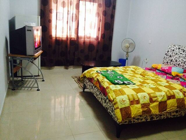 Budget room in Sharjah,15 min walk to Dubai - Sharjah - Apartamento