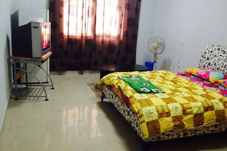 Budget room in Sharjah,15 min walk to Dubai - Sharjah - Daire
