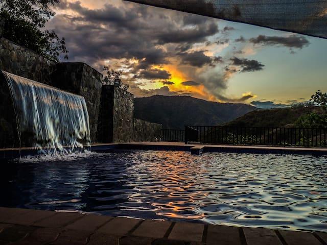 Hermosa casa finca en San Jerónimo vigilancia 24hr