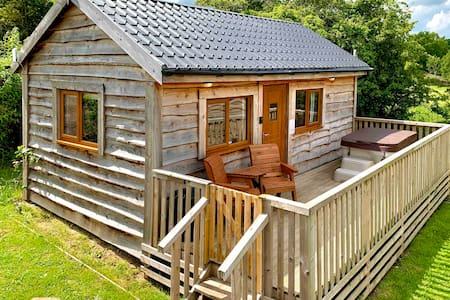 Arraslea (2) Two Person Cabin with private Hot Tub