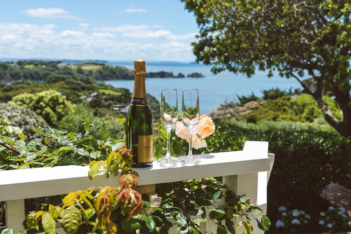 Romantic cottage with amazing views - Auckland - Hus