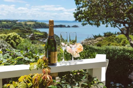 Romantic cottage with amazing views - Auckland - Dom