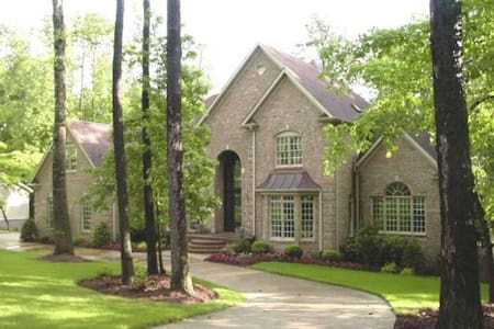 Private Carriage House Apartment - Huntsville