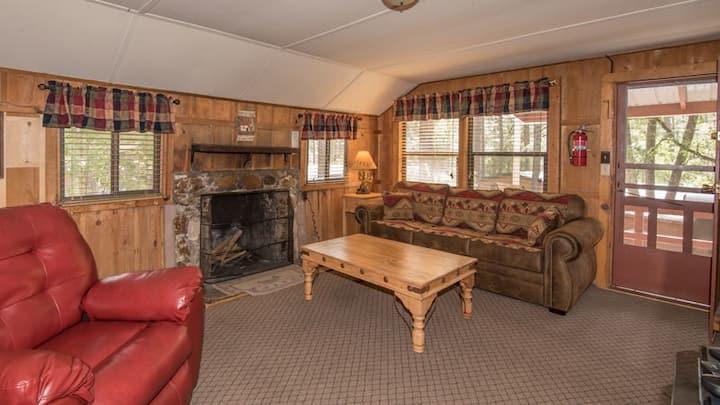 """Canyon Cabins - """"Li'l Bear"""" -  Upper Canyon - Fireplace & Kitchen & Deck"""