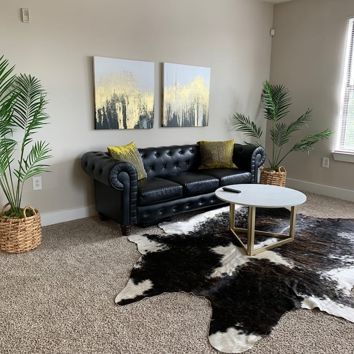 King Bed Apartment in West Midtown