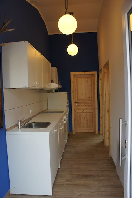 Entrance with full equipped kitchen!