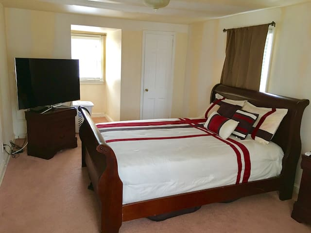 Spacious room in private house with extras - Hempstead
